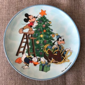 Disney's 1983 annual holiday plates